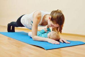 Luyện tập nhẹ nhàng sau sinh giúp mẹ bầu nhanh lấy lại vóc dáng, đồng thời cũng giảm căng thẳng, mệt mỏi.