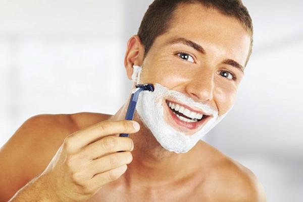 Cạo râu tưởng chừng vô hại nhưng nếu không thực hiện đúng cách, làn da nam giới sẽ lão hóa rất nhanh