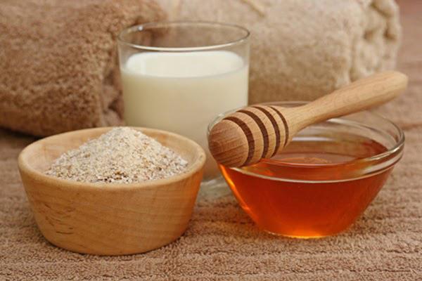 Chống lão hóa da bằng mật ong kết hợp với bột yến mạch thành hỗn hợp mặt nạ chống lão hóa da hiệu quả