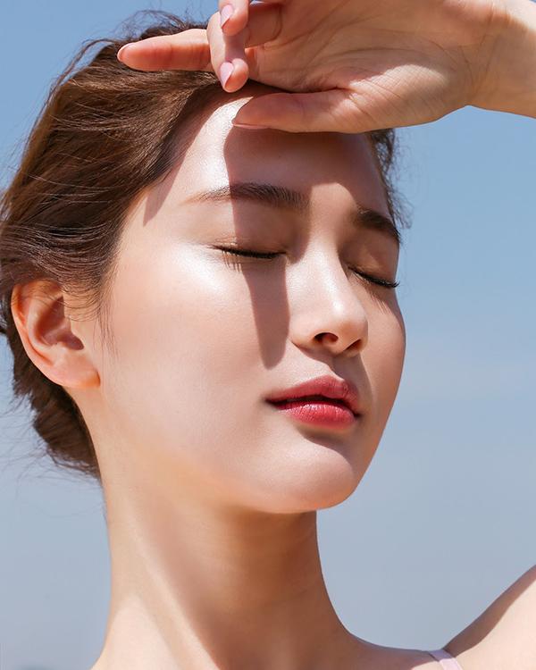 Không có thói quen sử dụng kem chống nắng khiến công cuộc chống lão hóa da tuổi 35 trở nên khó khăn hơn
