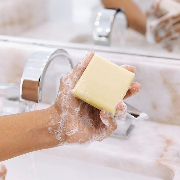 Không thể phủ nhận tác dụng của xà phòng bánh rửa mặt, tuy nhiên, đây là sản phẩm không phù hợp với những chị em sở hữu làn da dầu