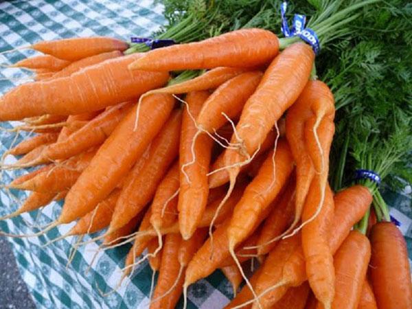 Retonoid (vitamin A) có trong cà rốt rất tốt cho da mụn