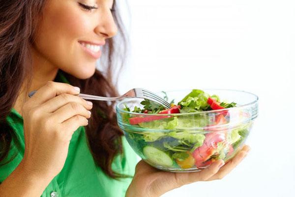 Ăn nhiều rau xanh & các thực phẩm giàu chất xơ để tăng cường đề kháng cho da