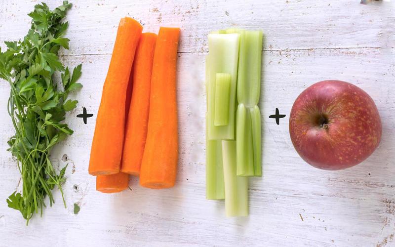 Kết hợp rau cần tây, táo, cà rốt và chanh tạo nên thức uống thơm ngon bổ dưỡng