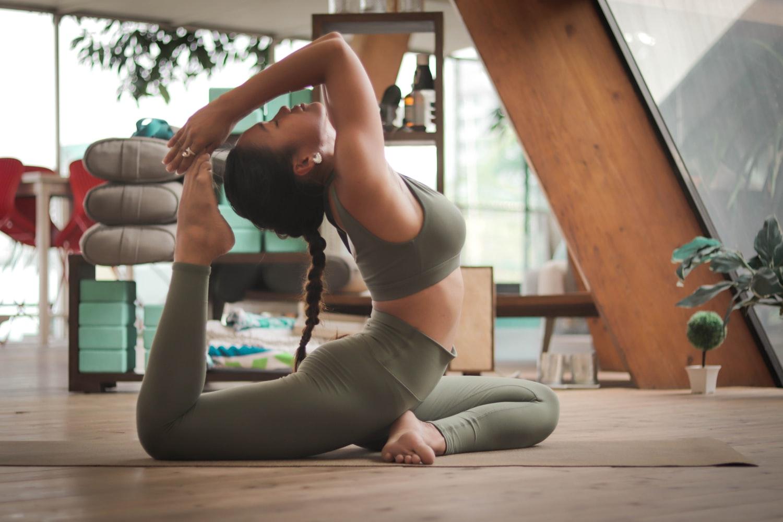cô gái tập yoga